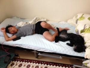 熟睡中の次男君&姫ちゃん。寝相がそっくり!