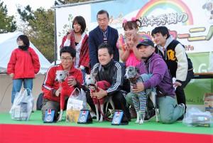 様々な大会で好成績を残すビオラと野澤さん(前列中央)