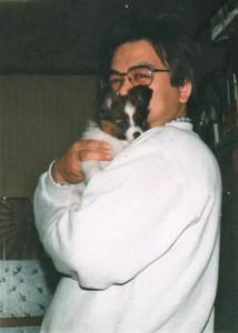 宮井さんと子犬の頃のチーズ